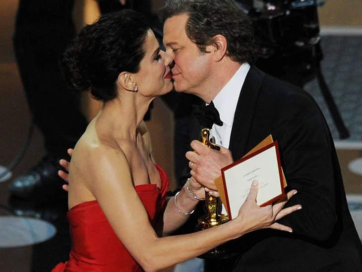 """Oscar-Verleihung 2011: And the oscar goes to ......  Colin Firth als bester Hauptdarsteller in """"The King's Speech"""". Überreicht bekam er den Preis von Vorjahres-Siegerin Sandra Bullock.""""The King's Speech"""" räumte auch den"""