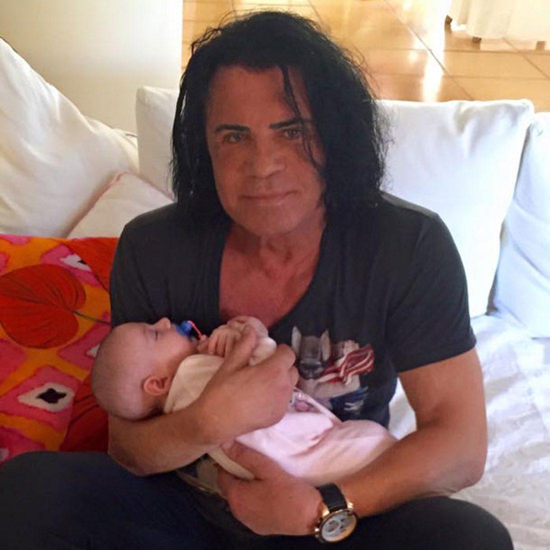 Erstes Foto: Opa Costa Cordalis hält Enkelin Sophia