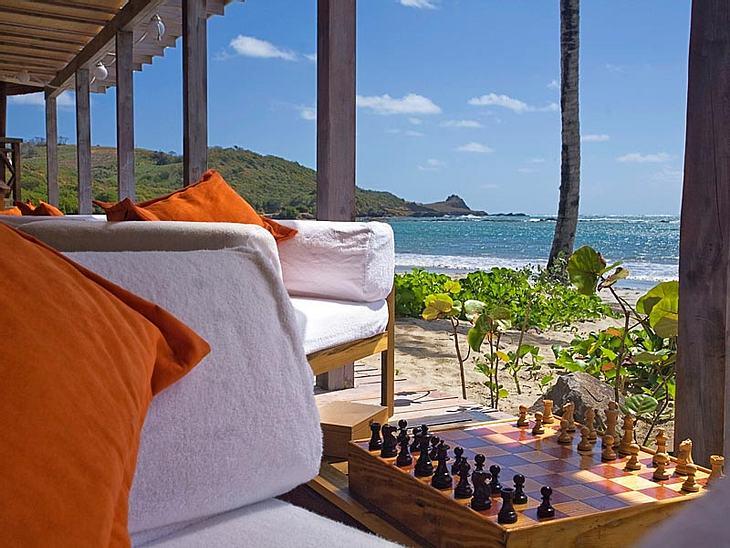 Luxus-Hotels: Hier steigen die Stars abKeine geringere als die verstorbene Amy Winehouse hat an diesem schönen Fleckchen Erde ihre Urlaube verbracht. Es ist die Karibik-Insel St. Lucia. Sie verbrachte dort manchmal Monate, um zu entspannen.
