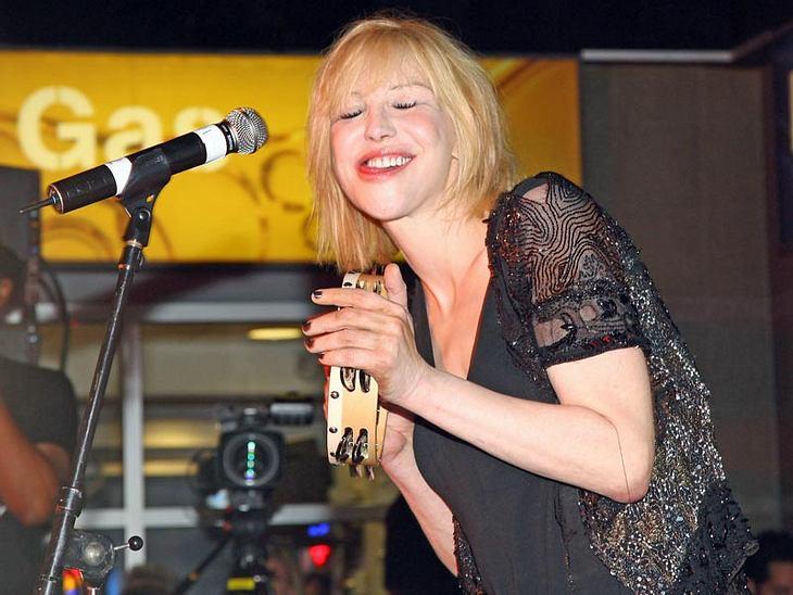 ,Vorsätze 2011Zum Beispiel  Courtney Love: Weniger Alkohol würde ihr auch das ein oder andere peinliche Foto ersparen.