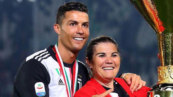 Schlaganfall! Cristiano Ronaldo bangt um seine Mutter