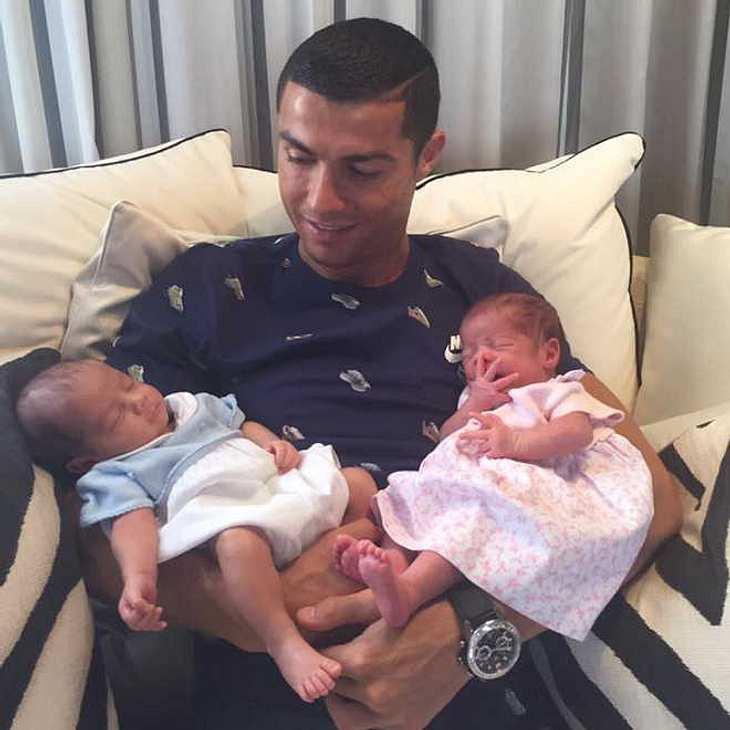 Cristiano Ronaldo zeigt seine Zwillinge auf Instagram!