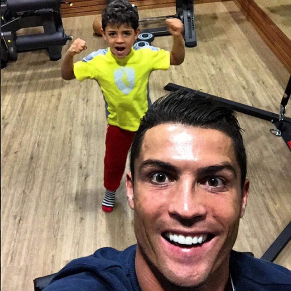 Cristiano Ronaldo nimmt seinen Sohn mit zum Training