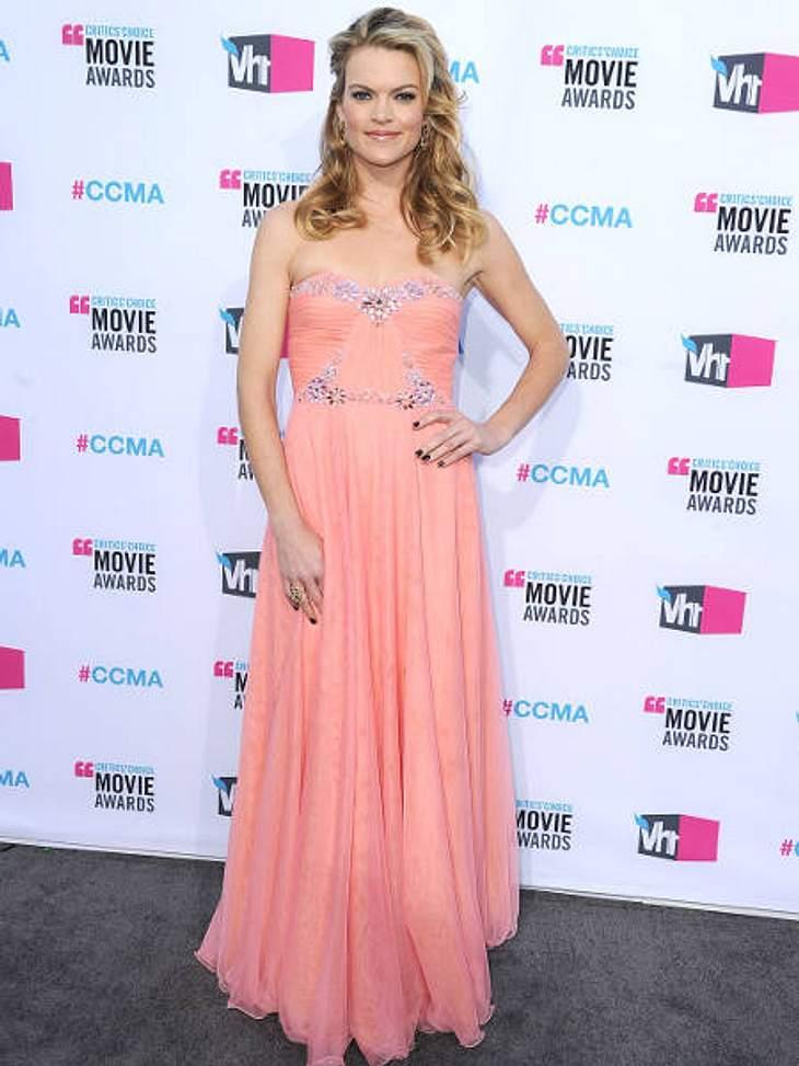 """""""Critic's Choice Awards"""" 2012 - Die schönsten Kleider,Eine ungewöhnliche Farbe, aber ein wunderschönes Kleid! Schauspielerin Missi Pyle (39) holt damit frühzeitig den Frühling hervor."""