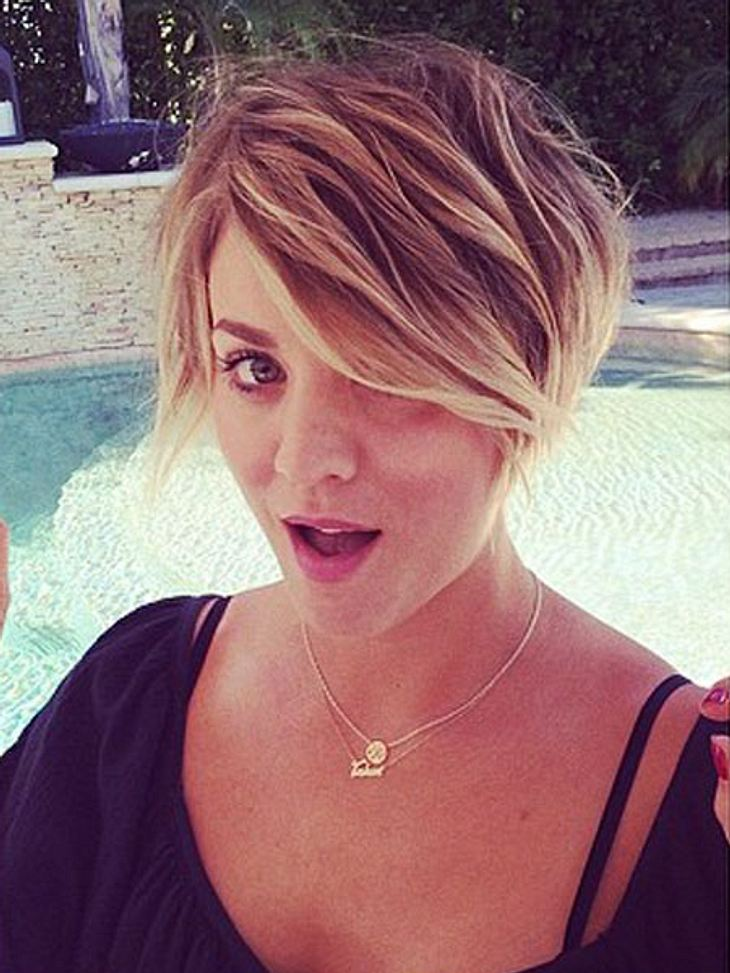 kaley cuoco berrascht mit krassem pixie cut intouch. Black Bedroom Furniture Sets. Home Design Ideas