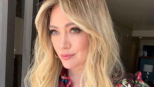 Curtain Bang: Diese Frisur feiert ihr Comeback - Foto: Instagram/ Hilary Duff