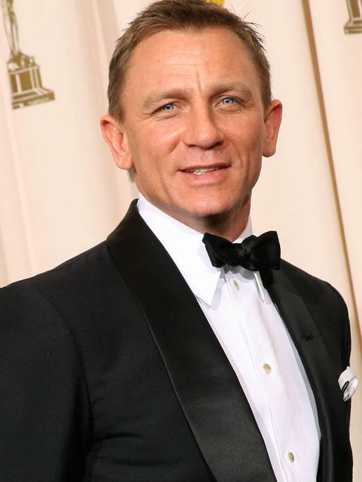 """Die Luxus-Versicherungen der StarsKörper 5,8 Millionen EuroWer hätte das gedacht: 007 ist in Wirklichkeit """"00-teuer!"""" Denn James-Bond-Held Daniel Craig (43) hat nicht nur seinen Bizeps vergolden lassen, sondern gleich das ganze Pa"""