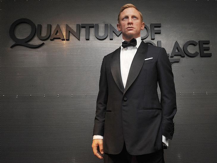 """Stars bei Madame Tussauds: Seit November 2008 können sich James Bond-Fans in Spionage-Fragen an 007-Darsteller Daniel Craig wenden. Naja, zumindest an seine Wachsfigur im schicken Anzug, welche im New Yorker """"Madame Tussauds"""" zu b"""
