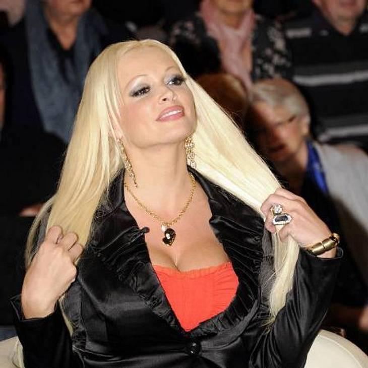 """Daniela Katzenberger: Ihre peinliche Posing-Parade""""Was man nicht im Kopf hat, muss man im Körbchen haben"""", lautet eine weitere Lebensweisheit von Daniela Katzenberger. Die Blondine zeigt nur zu gerne, was sie hat...,"""