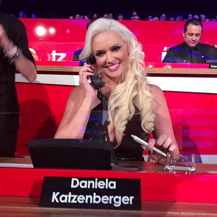 Ist Daniela Katzenbergers Ausschnitt zu tief?