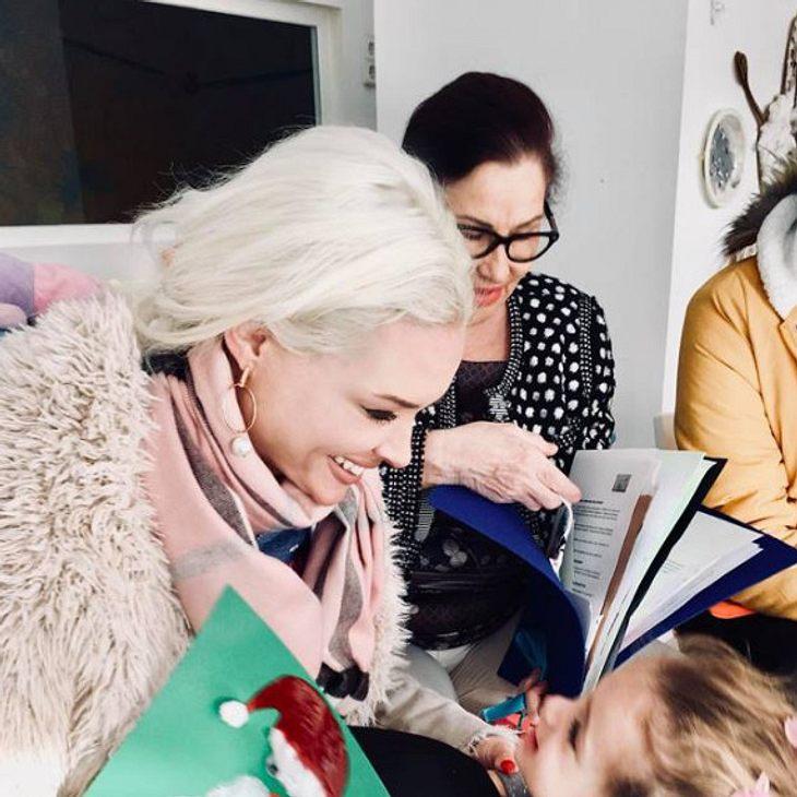 Daniela Katzenberger freut sich über Sophias Geschenk