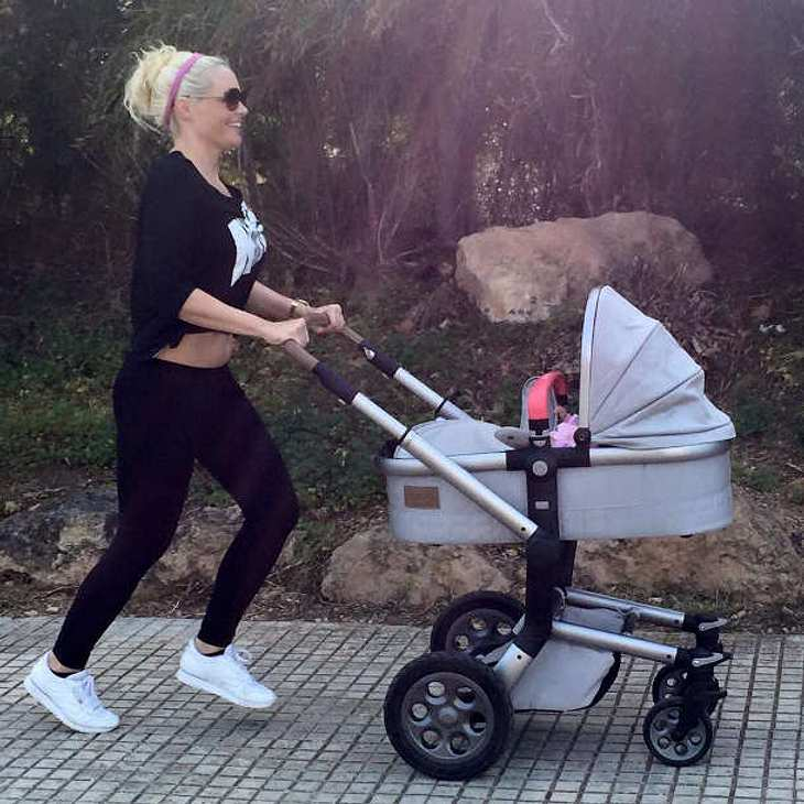 daniela katzenberger fr hsport mit kinderwagen nach. Black Bedroom Furniture Sets. Home Design Ideas