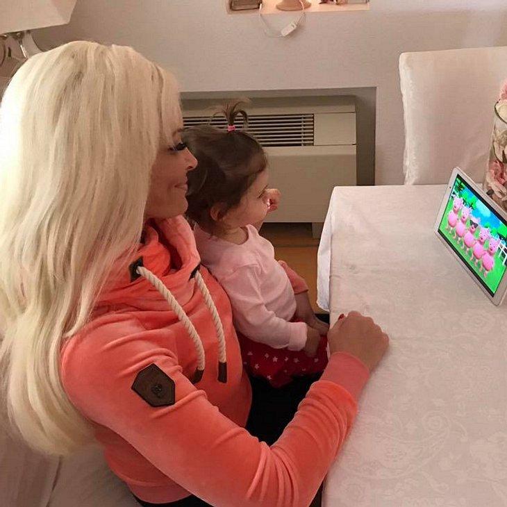 Daniela Katzenberger lernt mit Sophia