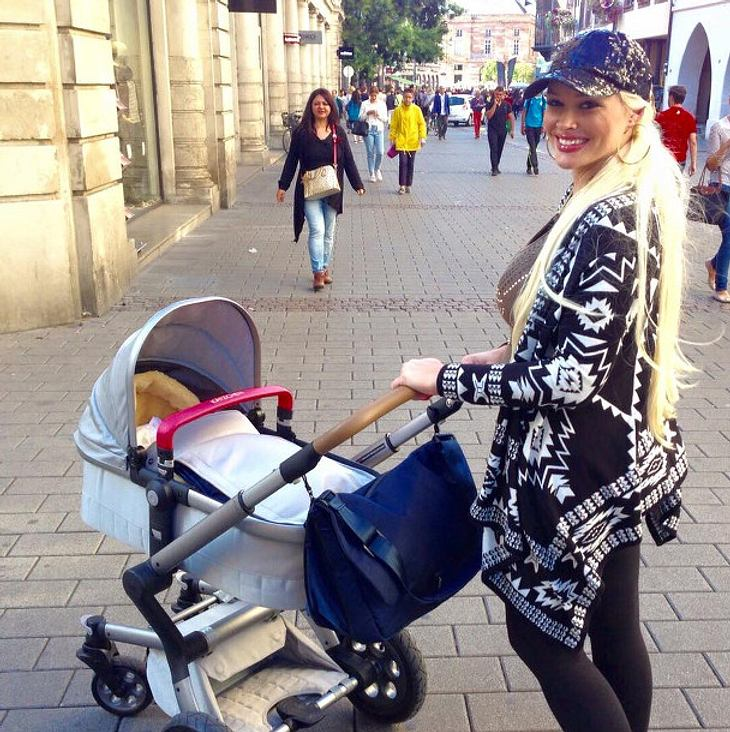 daniela katzenberger erster ausflug mit baby sophia intouch. Black Bedroom Furniture Sets. Home Design Ideas