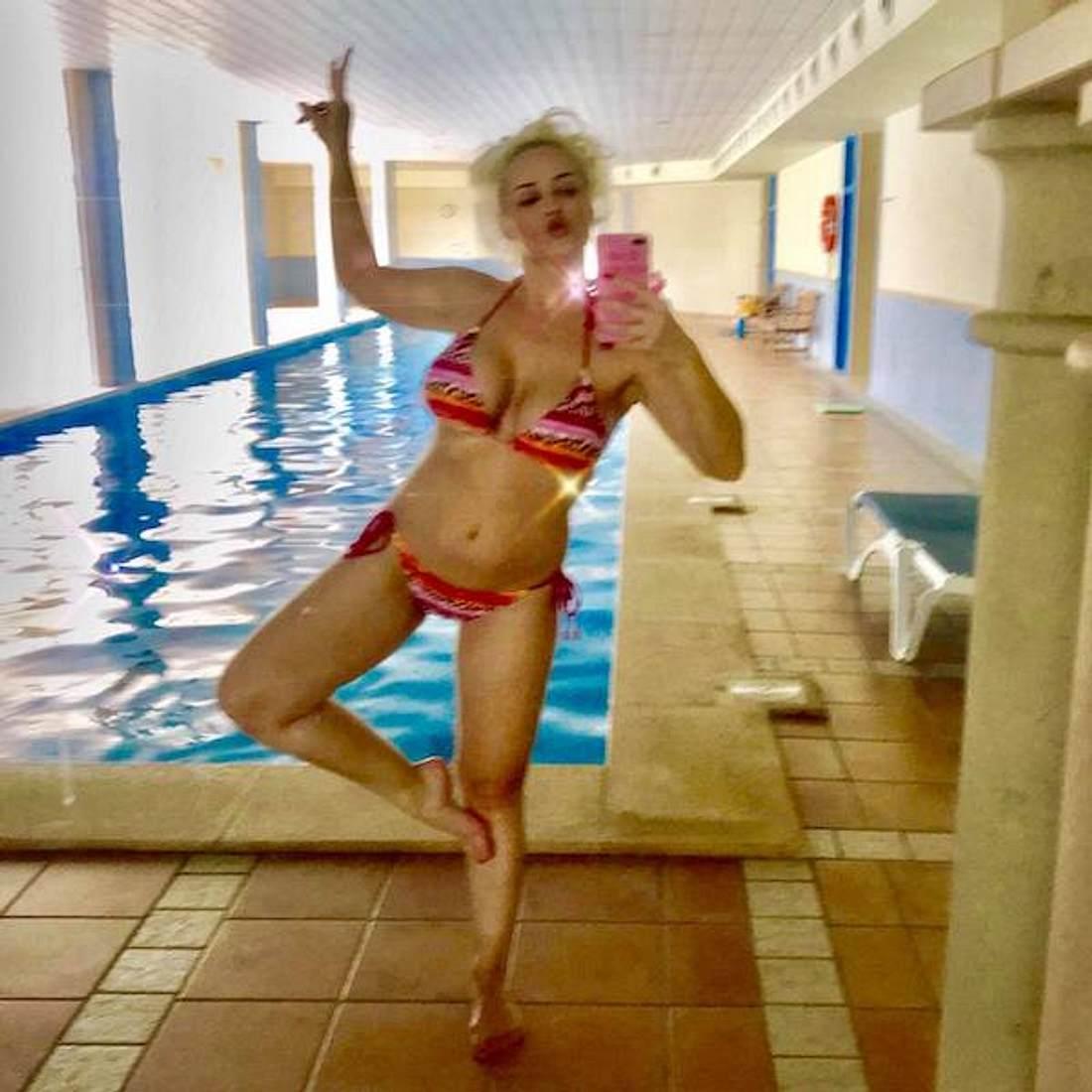 Daniela Katzenberger: Sexy Bikini-Video am Pool