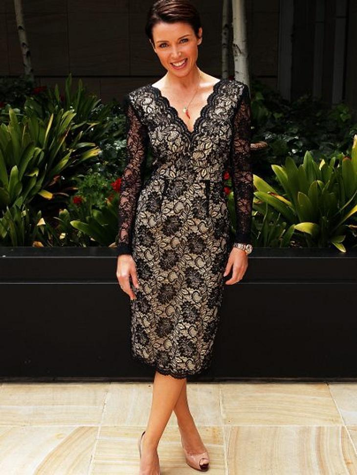 Klau den Look der Stars: Partykleider-SpecialDannii Minogue im Trendteil: schwarze Spitze mit nudefarbenem Unterkleid.
