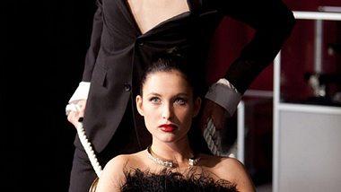 Supermodel Andrej Pejic und Paula-Helen Mannhardt (21) beim Shooting. - Foto: VOX/Guido Lange