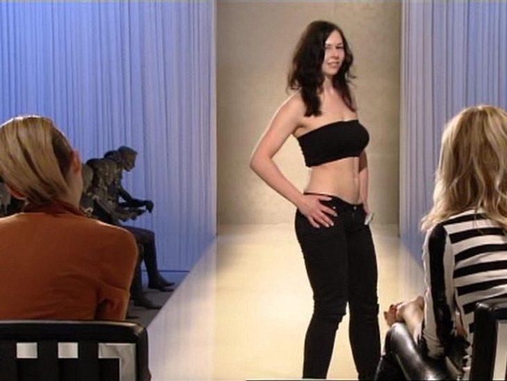 """""""Das perfekte Model"""" Posen vor der Jury will gelernt sein. Eva Padberg und Karolina Kurkova geben sich streng. Immerhin ist das Modelbusiness kein Zuckerschlecken."""