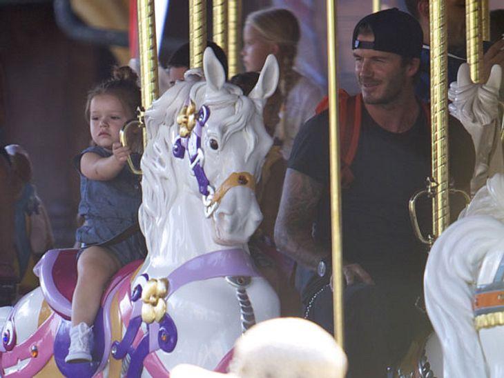 Harper Seven Beckham und Papa David in Disneyland