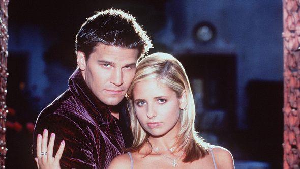 Als Vampir Angel liebt David Boreanaz die Vampirjägerin Buffy alias Sarah Michelle Gellar - Foto: Getty Images