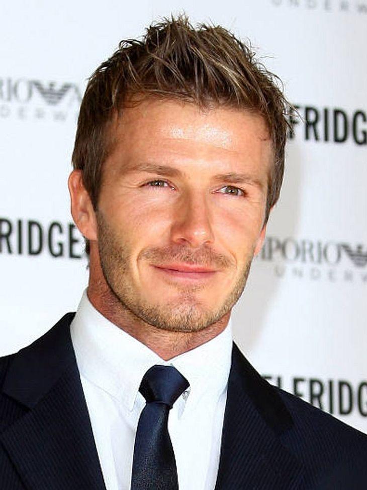 Vorher-Nachher: Die Kinderfotos der StarsEs ist David Beckham. 1995 bekam er einen Vertrag mit dem Fußballverein Manchester United und spielte sich zum Nationalhelden in England.