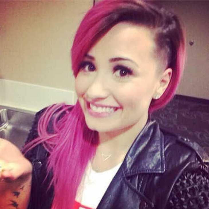 Demi Lovato schockt Fans mit pinken Haaren