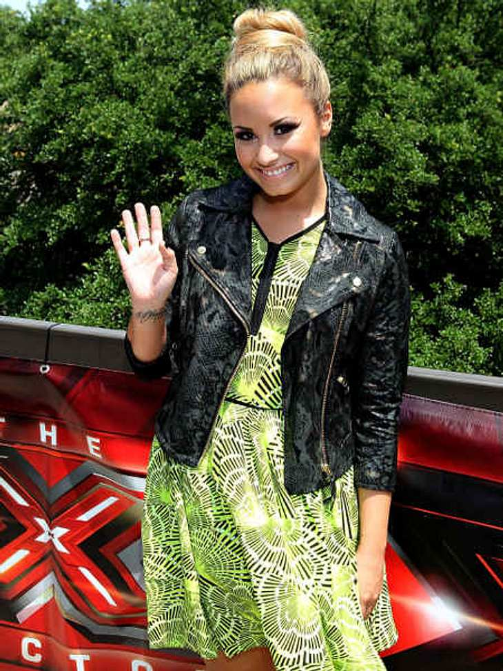 Die Psycho-Krisen der StarsNoch ein Disney-Star, den der schnelle Ruhm offenbar auf direktem Weg in die Psychatrie befördert hat: Disney-Star Demi Lovato (20) hat sich in psychologische Behandlung begeben, nachdem sie sich selbst mit Rasier