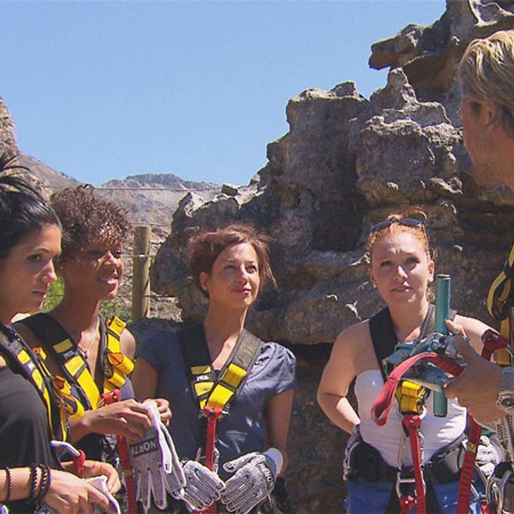 Der Bachelor 2012: Die neusten Bilder,Auserwählt! Auch Anja (27), Natalie (23), Veronika (29) und Georgina hatten bereits die Chance Paul näher kennenzulernen. Gut gesichtert ging es via Seilrutschen durch die Berglandschaft um Kapstadt.