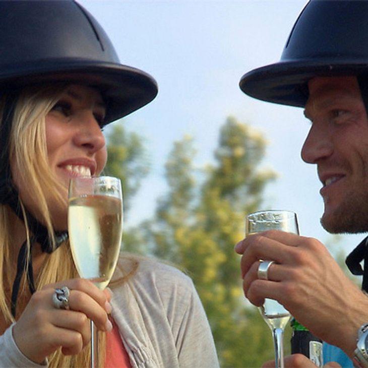 Der Bachelor 2012: Die neusten Bilder,Auf einen Blick! Mit den ersten Schlücken Alkohol folgen dann auch tiefe Blicke.