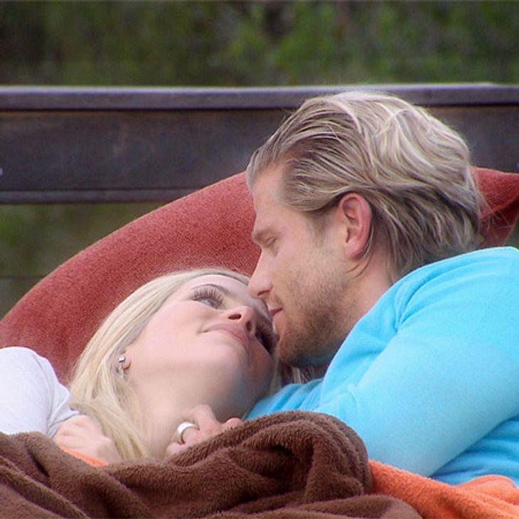 Der Bachelor 2012: Die neusten Bilder,Knistern! So wundert es nicht, dass auf die tiefen Blicke enger Körperkontakt und der erste Kuss folgte.