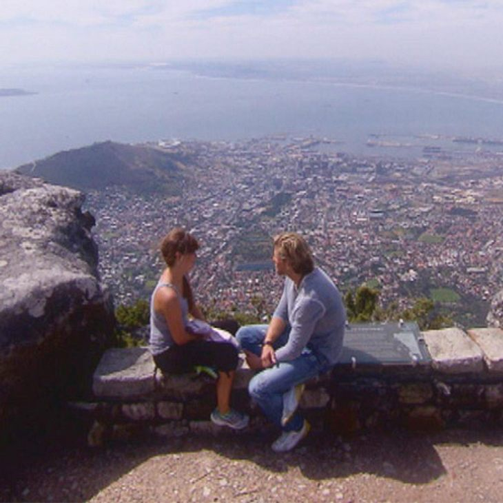 Der Bachelor 2012: Die neusten Bilder,Hoch hinaus! Kapstadt bietet zahlreiche wunderschöne Orte für die Dates. Mit Bernadette (27) ging es auf den Tafelberg.