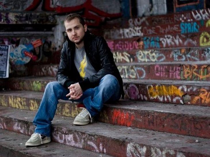 """Die Newcomer 2011""""Der Polar"""" alias Stephan Piez (29) stammt aus Aachen und wohnt derzeit in Hamburg.Schon in der Grundschulzeit besuchte """"Der Polar"""" ein Musikschule, wo er Keyboard und Klavier spielen lernte. Mit seiner"""