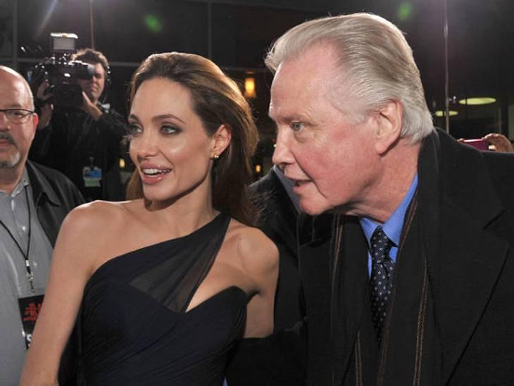 Deutsche Stars? Hollywood-Stars mit deutschen Wurzeln: Angelina Jolie und Jon VoightAuch diese Stars sind tief im Inneren Deutsche: Angelina Jolie (36) ist die Tochter von Jon Voight (73). Die Mutter von Jon Voight hieß Barbara Kamp und war