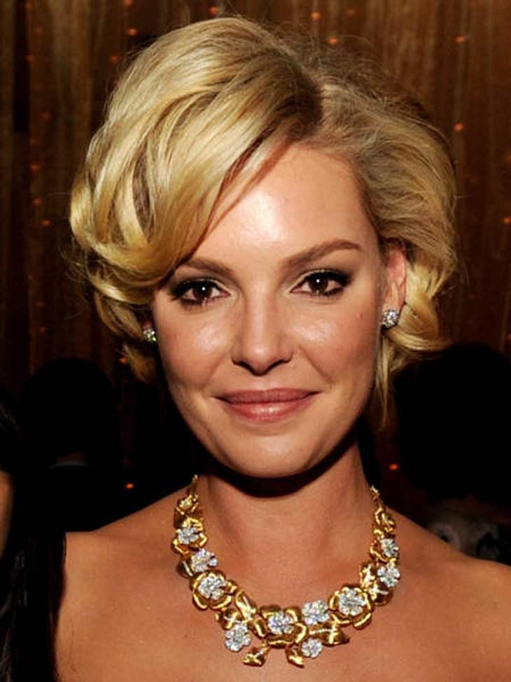 Star-Frisuren: Darum haben sich die Stars die Haare abgeschnittenVon Blond zu Brünett und wieder zurück: Weil das ständige Färben die Haare von Katherine Heigl (33) dermaßen strapaziert hat, ließ sie sich kurzerhand ihre Mähne abschneiden.