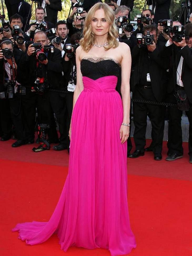 Pink, pink, pink sind alle meine Kleider Diane Kruger in einer pinken Robe mit schwarzem Spitzenbesatz.