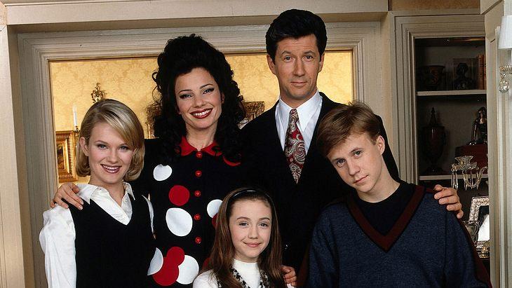 """Fran Drescher als """"Die Nanny"""" mit Familie Sheffield"""