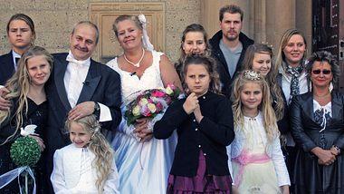 Großfamilie Wollny bei der Hochzeit von Papa Dieter und Mama Silvia - Foto: Facebook