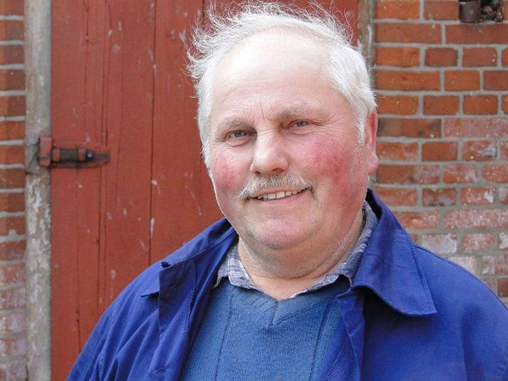 """""""Bauer sucht Frau"""" - Die Kandidaten 2012Der einsame Wendländer Dieter (60) hatte noch nie eine richtige Beziehung. """"Außer mal Händchen halten war da nie was"""", sagt der Milchbauer traurig.Der sensible Landwirt sucht eine"""