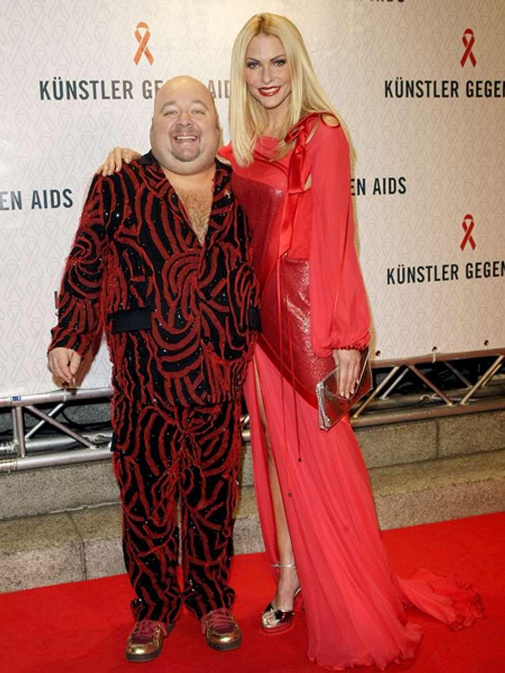Der Kult-Star Dirk BachDer Komiker genoss großen Respekt bei Kollegen und Kritikern. Während seiner Karriere erhielt er zahlreiche Preise, unter anderem den Deutschen Comedypreis und die Goldene Kamera.