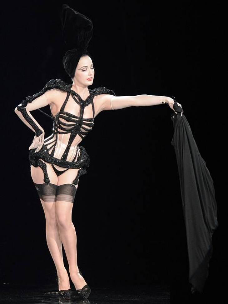 Der Look von Dita von TeeseDita präsentiert eine Kreation von Jean Paul Gaultier auf den Haute Couture Schauen in Paris.
