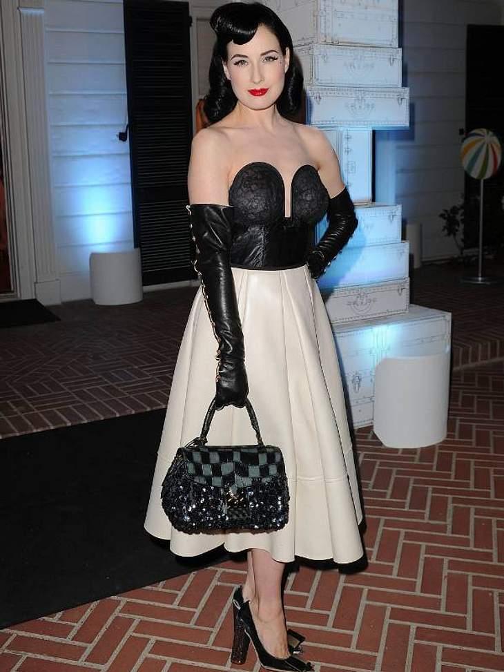 Der Look von Dita von TeeseSexy 40ies-Look zu einer Benefiz-Veranstaltung von Louis Vuitton Santa Monica.
