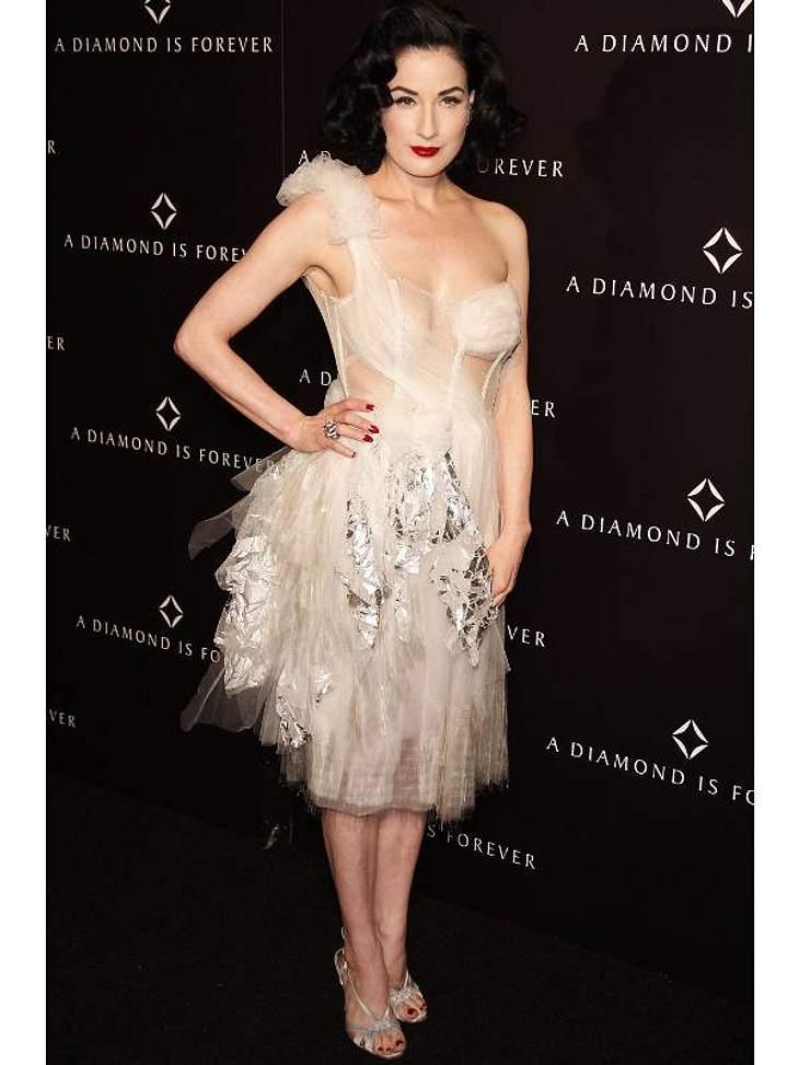 Der Look von  Dita von TeeseBallerina-Like bei einem Private Dinner des Diamanten Informations-Centers in Los Angeles.