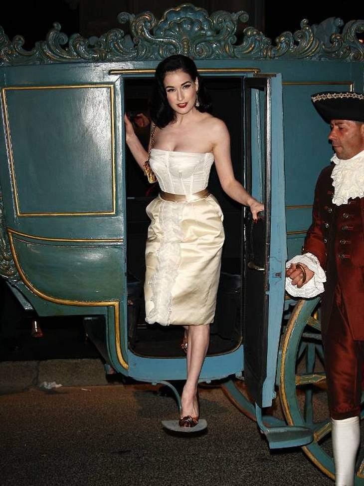 Der Look von Dita von TeeseIm champagnerfarbenen Coursagenkleid bei einer Dolce & Gabbana Party.