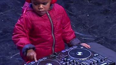 Dreijähriger DJ rockt Südafrikas Supertalent