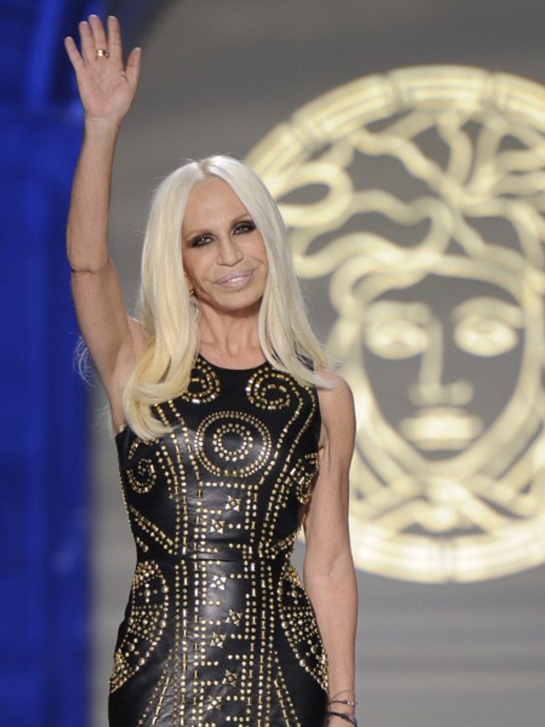 Einen kleinen Vorgschmack auf die Kollektion zeigte sie am 20. Juni bei der Versace Men's Fashion Show in Mailand