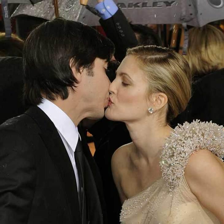"""Aufgewärmte Liebe: Berühmte Paare und ihre On-Off-BeziehungenDrew Barrymoore (37) und Justin Long (34) trafen sich am Set von """"He's Just Not That Into You"""" und verliebten sich auf den ersten Blick. Sie turtelten, was das Zeug hält"""
