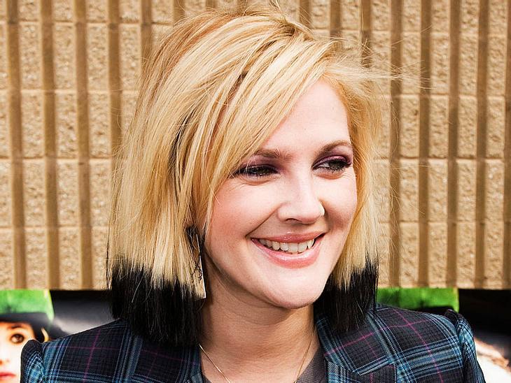 Drew Barrymore trägt die Haarspitzen neuerdings schwarz.