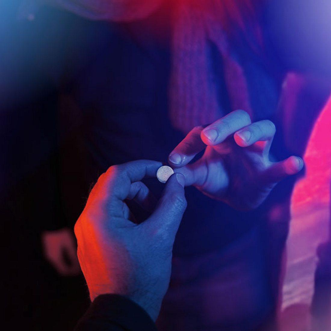 Paar setzt Mädchen (18) unter Drogen und verkauft es für Sex