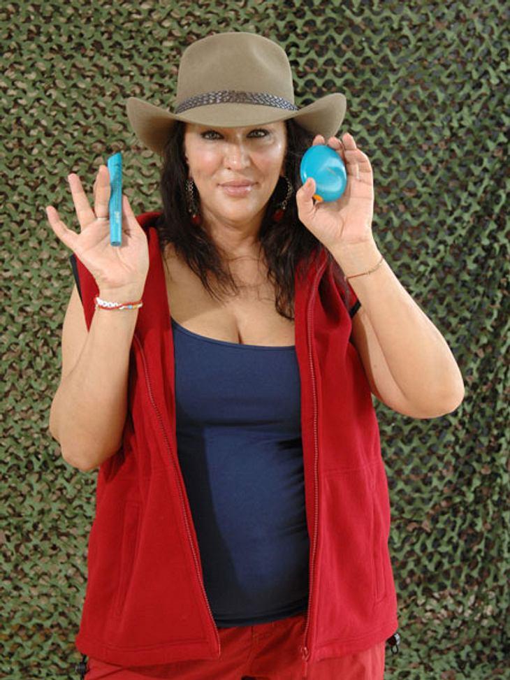 Dschungelcamp 2013 - die Luxusgegenstände,Auf Wimpertusche und Gesichtssonnencreme kann Allegra Curtis (46) im australischen Dschungel nicht verzichten. Ob ihr diese Gegenstände bei dem feucht warmen Wetter weiterhelfen?