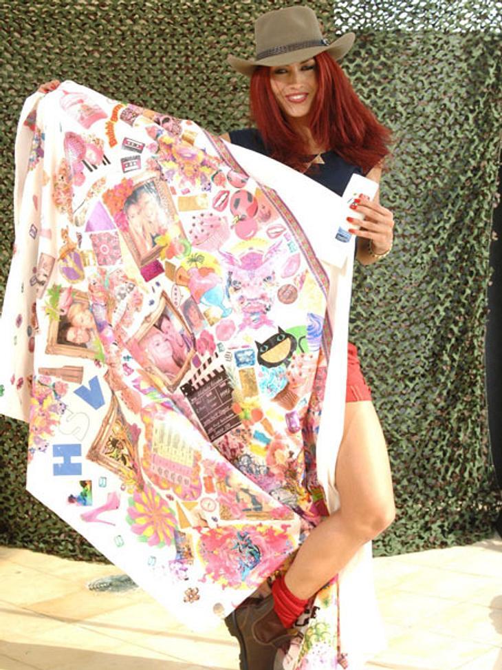 Dschungelcamp 2013 - die Luxusgegenstände,Die Ex-Topmodel-Kandidatin Fiona Erdmann (24) nimmt ihre eigene Bettdecke mit, in der lässt es sich auf den harten Feldbetten garantiert besser schlafen. Außerdem muss eine Bodylotion mit ins Camp!